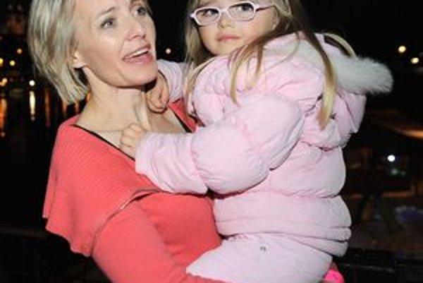 Veronika Žilková s mladšou dcérou - volá sa Kordula.