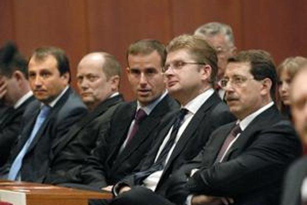 """Ospravedlnení. Košickí """"ficovci"""" namiesto hlasovania v Bratislave sedeli v Košiciach."""