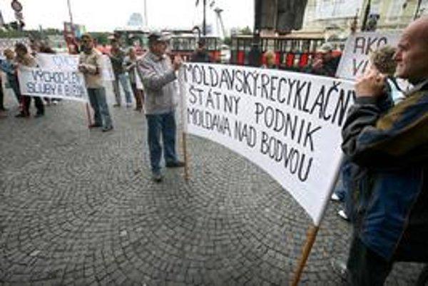 V minulom roku protestovali zamestnanci moldavského podniku pred úradom vlády.