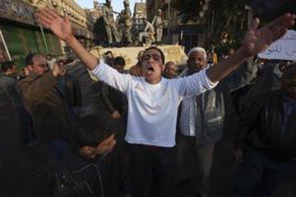 Protesty v Egypte. Opozícia vyzvala prezidenta Mubaraka na odchod, chce vytvoriť vládu Národnej jednoty. Armáda je v uliciach Káhiry.