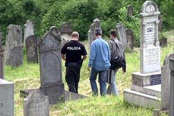 Starý cintorín. V máji 2008 sa tu odohrala dráma. Súd ďalej rieši, kto je jej vinník.