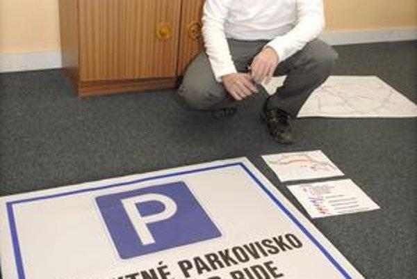 Hokejový splnomocnenec Košíc Otto Brixi. Takto označia záchytné parkoviská pri obchodných centrách.