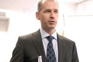 Miroslav Nosál. Výzvy R. Sulíka, P. Miškova a I. Radičovej na zverejnenie platu sú mu ukradnuté.