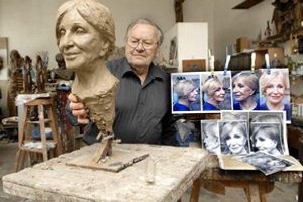 Kráľovičová očarila Račka. Bude zrejme jedinou herečkou Slovenského národného divadla, ktorá bude mať ešte za života svoju bustu.