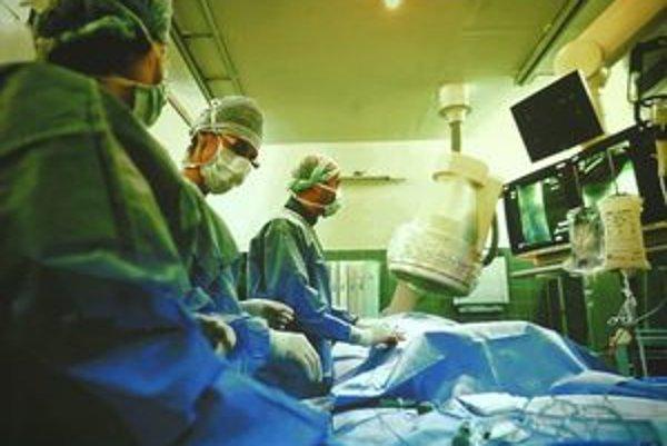Patrí k najnáročnejším neurochirurgickým zákrokom.