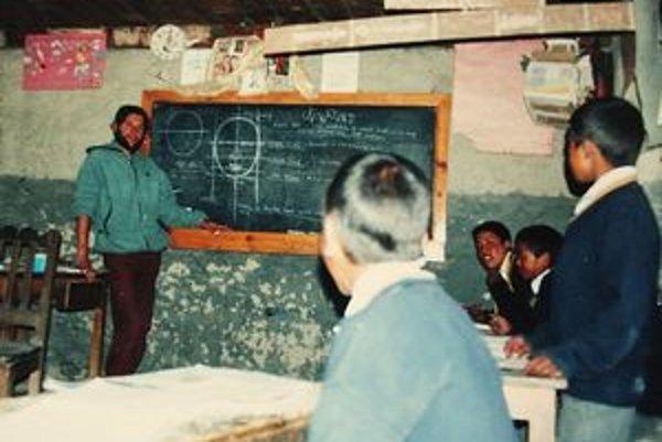 Milan učil malých školákov základy kreslenia.