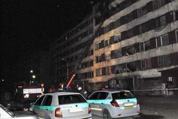 Tragický požiar. Pred súd sa preň po troch rokoch postaví jeden z obyvateľov rómskeho sídliska.