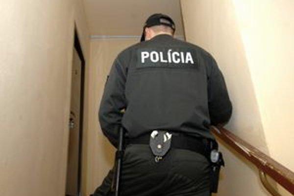 Miesto smrti. Za týmito dverami polícia vyšetrovala smrť mladej ženy.
