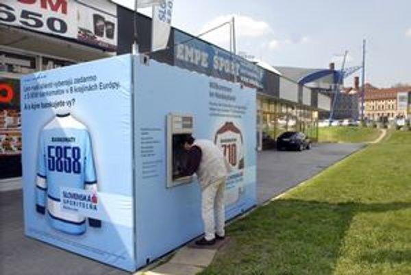 Hokejové bankomaty klientov vítajú v hokejovej zemi.