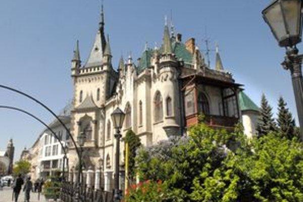 Pamiatka chátrala. Mesto ako právoplatný vlastník chce vrátiť Jakabovmu palácu pôvodnú podobu. Chystá rekonštrukciu.
