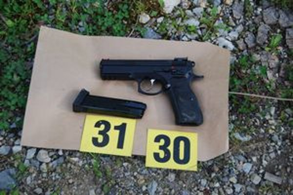 Zbraň, z ktorej Matej Č. strieľal pri Kysaku na policajtov.