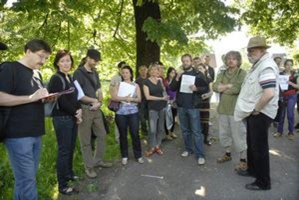 Ochranári Štefan Szabó a Ladislav Rovinský napadli dokumentáciu k výrubovému konaniu.