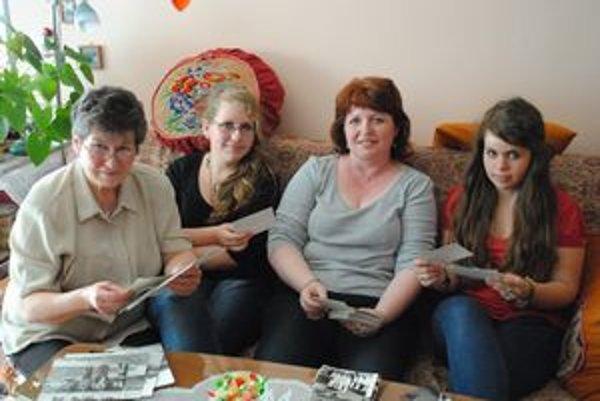 Zľava pani Božena, vnučka Janka, dcéra Jana a vnučka Lenka.