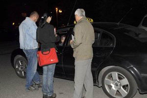 Legálni taxikári kontrolu privítali. Chcú lepšie podmienky a tiež, aby sa mesto vyčistilo od čiernych taxíkov.