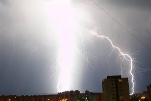 Tento rok búrky nezvyčajne pomaly odchádzajú z oblohy nad Slovenskom.