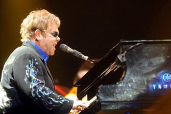 pevák a skladateľ Elton John koncertoval v košickej Steel Aréne v rámci turné Elton John & The Band Tour 2010.
