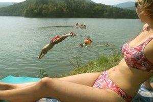 Kúpanie sa vo vodách Ružína stálo osemročné dievča život.