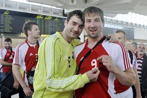 Takto sa Richard Štochl (vľavo) s Danielom Valom tešili z postupu na majstrovstvá sveta.