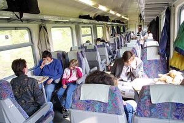 V horúčavách. Cestujúci očakávajú, že na dlhých tratiach ich osvieži klimatizácia.