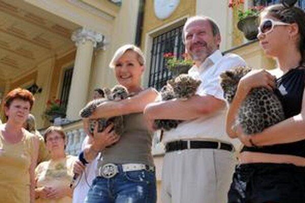 Krst leopardov. Dostali mená Sergi (láska), Nasim (čestný) a Daria, čiže bohatá.