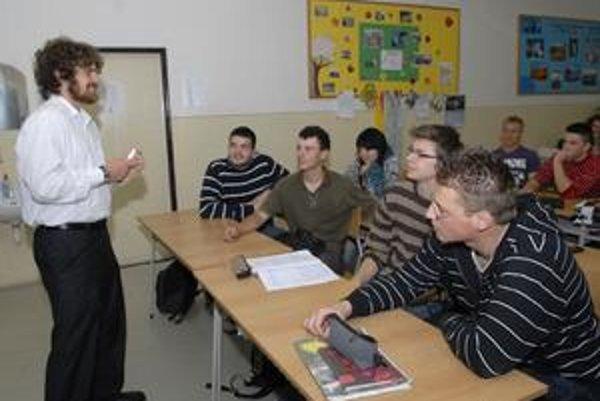 Jonathan vyučoval v Košiciach anglickú konverzáciu.