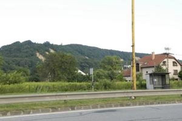Rezerva územia. Kopec Heringeš by mal v budúcnosti prevŕtať tunel diaľničného privádzača Vyšné Opátske-Zdoba.