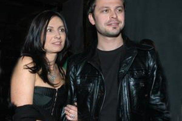 Alexander Bárta si cestu do rodiska nedávno našiel, keď sem zaviali pracovné povinnosti jeho polovičky herečky Henriety Mičkovicovej