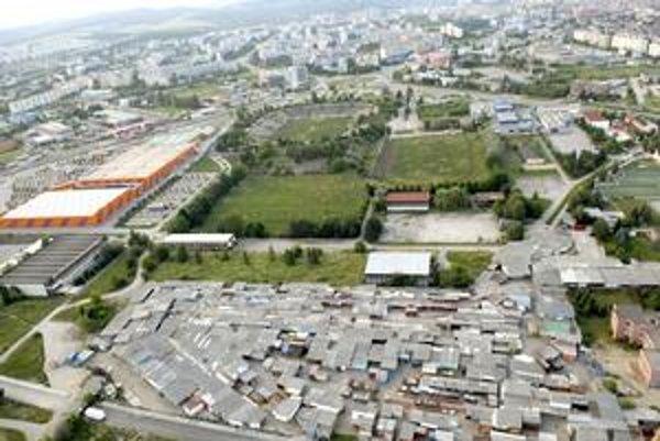 Štadión MFK by mal vyrásť na mieste Blšáku. Na zámene mestských pozemkov za už súkromný exareál 1. FC kvôli stavbe štadióna sa mesto a Penta nedohodli.