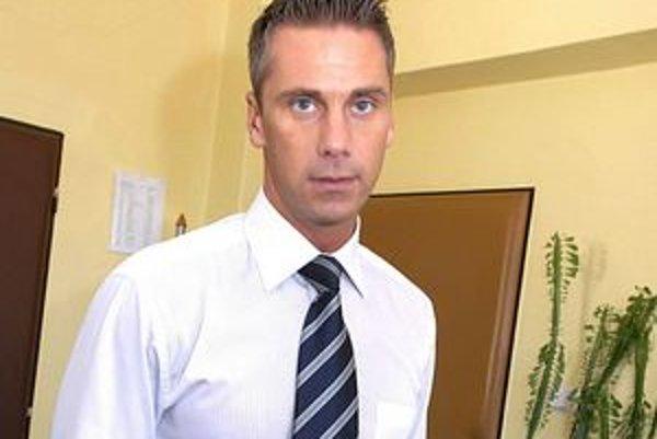 Exnominant Smeru, už nominant SaS Martin Petruško. Vďaka odvolaniu má dostať odstupné 4 200 eur. Tvrdí, že ho nevezme.