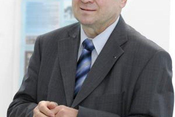 Vladimír Remek. V Košiciach nedávno spolu s manželkou Janou navštívil aj školu, na ktorej študoval. Dnes je europoslancom.