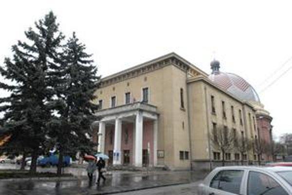Dom umenia - neologická synagóga. Súdna bitka o budovu a pozemky trvá šestnásty rok.