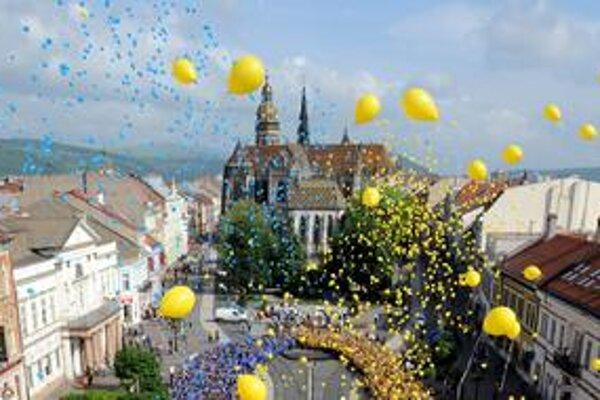 Okrem maratónu sa Košice majú vo svete zviditeľniť aj umením, v roku 2013 sa stanú Európskym hlavným mestom kultúry. Kritikom súčasného vedenia prekáža, že okrem športovcov a umelcov nepritiahlo mesto aj viac investorov.