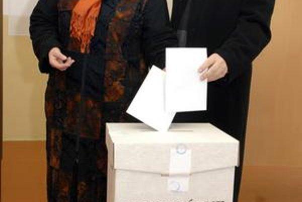František Knapík s manželkou. V komunálnej politike po prehre končí.
