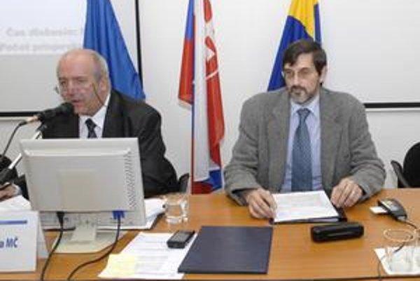 Starosta so svojím zástupcom. Emil Petrvalský (zľava) a Peter Kovaľ budú najbližšie štyri roky viesť mestskú časť Sídlisko Ťahanovce.