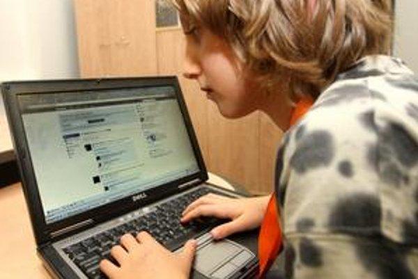 Sociálne siete učia samostatnosti.