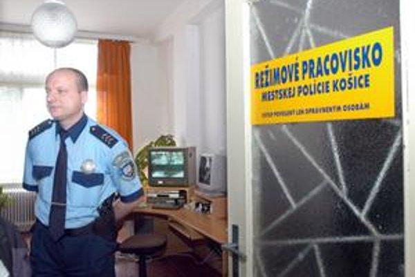 Operačné stredisko mestskej polície. Vlani tu prijali od občanov takmer 67-tisíc telefonátov.