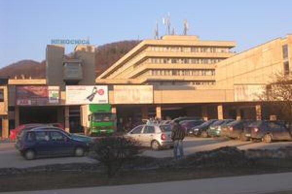 Z Rožňavy do Košíc. Jeden pacient prevezený do Košíc zomrel, ďalší dvaja s podozrením na prasaciu chrípku boli prevezení v týchto dňoch.