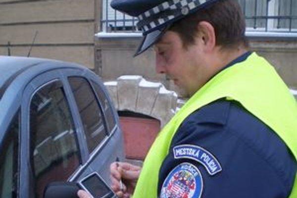 V teréne strávia viac času ako v kancelárii. Policajti za chíľku zistia aj to, s kým majú dočinenia.