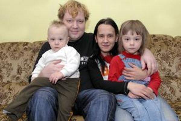Peter s manželkou Katkou, synom Kevinom a dcérou Simonou.