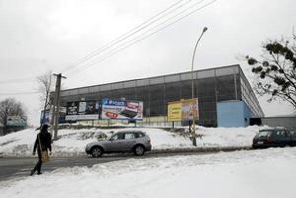 Štadión na Kavečianskej. Dokončili ho v roku 1979, teraz je na predaj za viac ako 760 tisíc eur.