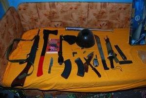 Nájdené zbrane. Policajtov ich počet prekvapil.