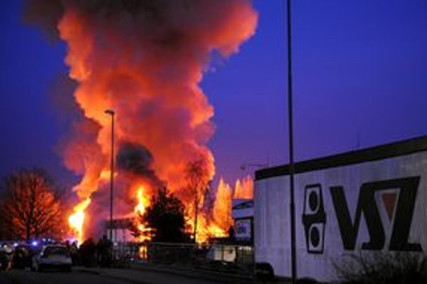 Budova bývalého centra sa ocitla v plameňoch.