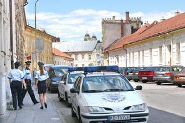 Mestská polícia v Košiciach. Pracovné zmluvy jej zamestnancov podpisuje náčelník. V iných mestách to robí primátor.