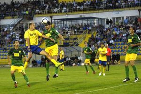 Na jeseň Košičania nezískali so Žilinou ani bod, doma (záber je z tohto zápasu) prehrali 0:2, vonku 1:4.