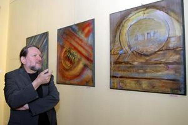 Výtvarník Pavel Kvoriak. Tentoraz verejnosti ponúka diela inšpirované svetom hudby.