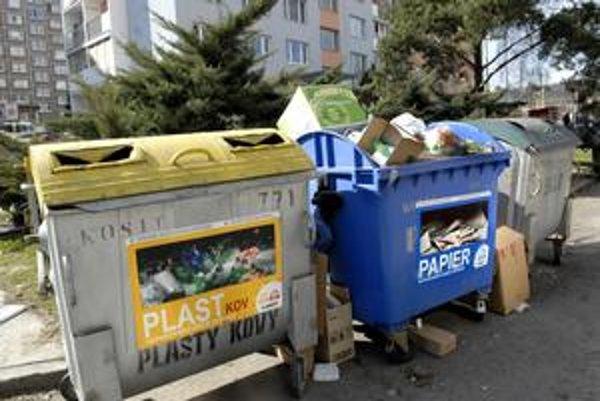 Kontajnery na triedený odpad. Mesto a Kosit sľubujú, že od jesene ich bude o 500 viac.