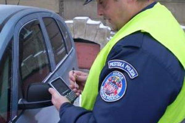Mobilné terminály. Prezradia aj to, kde sa mestská policajná hliadka nachádza.