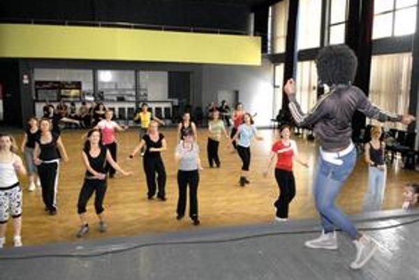 Cvičili od rána. Vydržali celé štyri hodiny cvičiť na známej aerobicovej šou.