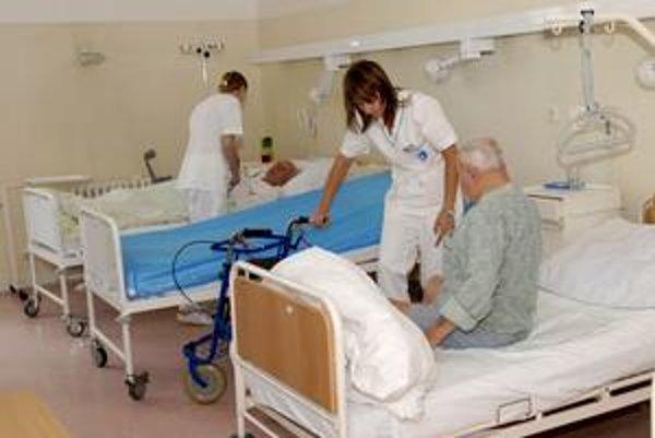 Využité lôžka. Starí pacienti si nové priestory pochvaľujú.