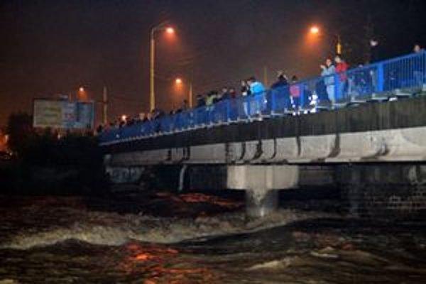 Košičania čakali na príchod veľkej vody z Ružína.
